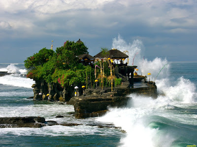 pesona wisata tanah lot pulau bali