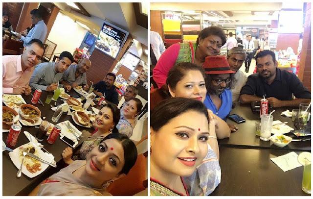 Calcutta-Parambrata-at-dinner-party-with-Bangladeshi-stars