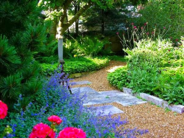 15 ideas para dise ar un camino de jard n guia de jardin for Piedras ornamentales para jardin