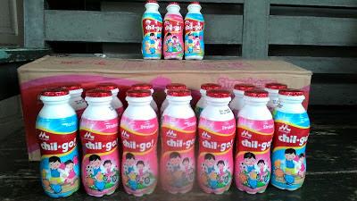 Morinaga Chil Go! menyiapkan susu Morinaga Chil Go! untuk dibawa ke sekolah