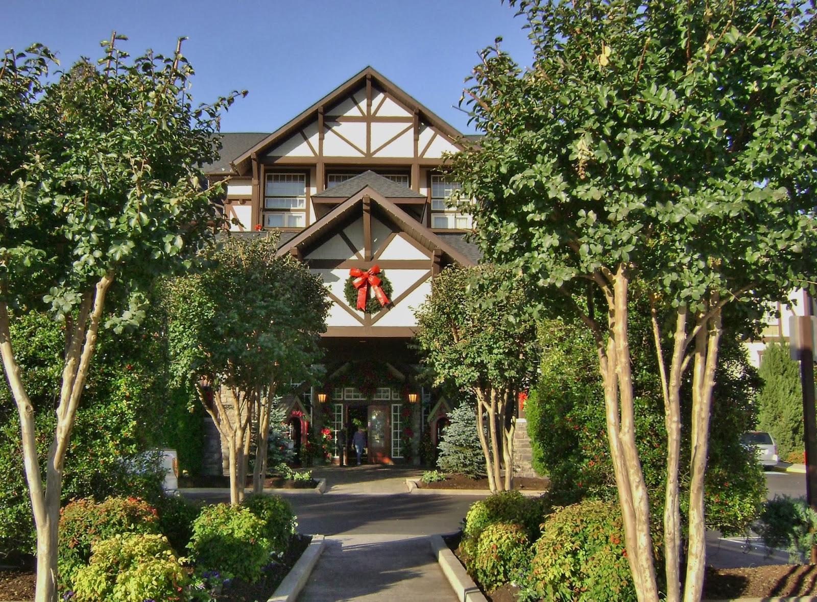 Christmas Inn In Pigeon Forge.Mimi Mine The Inn At Christmas Place Celebrates Christmas