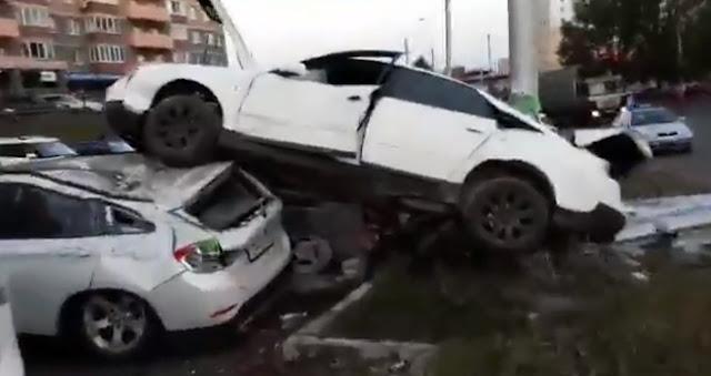 Уфимец отметил день рождения и припарковался на крышах автомобилей: Видео