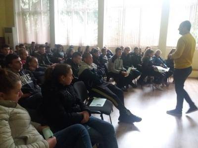 Лекции, във връзка с рисковете в онлайн пространството, бяха изнесени пред ученици от училищата в община Тетевен и техни родители