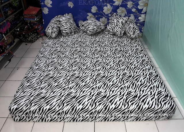Sofa Bed inoac motif zebra atau macan