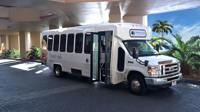 Como ir do aeroporto de Key West até o centro turístico de transfer