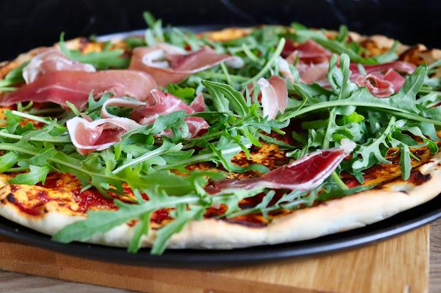 🍕 pizza z rukolą i szynką długodojrzewającą