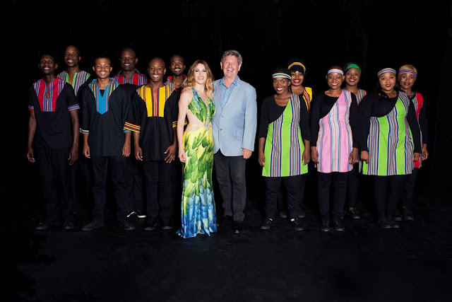 YAEL, Richard Loring and the Soweto Spiritual Singers (credit Steve Castings)