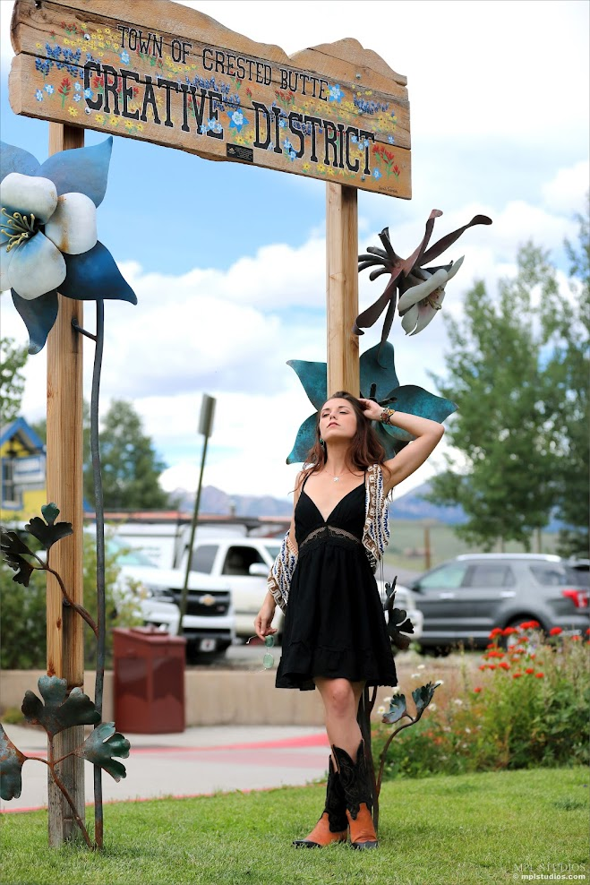 [MPLStudios] Elena Generi - Postcard: Crested Butte