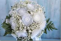 bouquet con contenitore delle uova di plastica