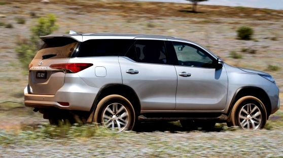 Toyota Fortuner SW4 2017 on the road