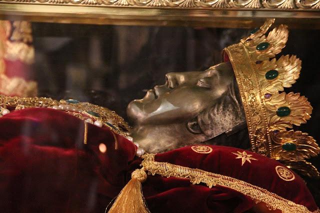 Η στέψη του ιερού σκηνώματος της Αγίας Ελένης https://leipsanothiki.blogspot.be/
