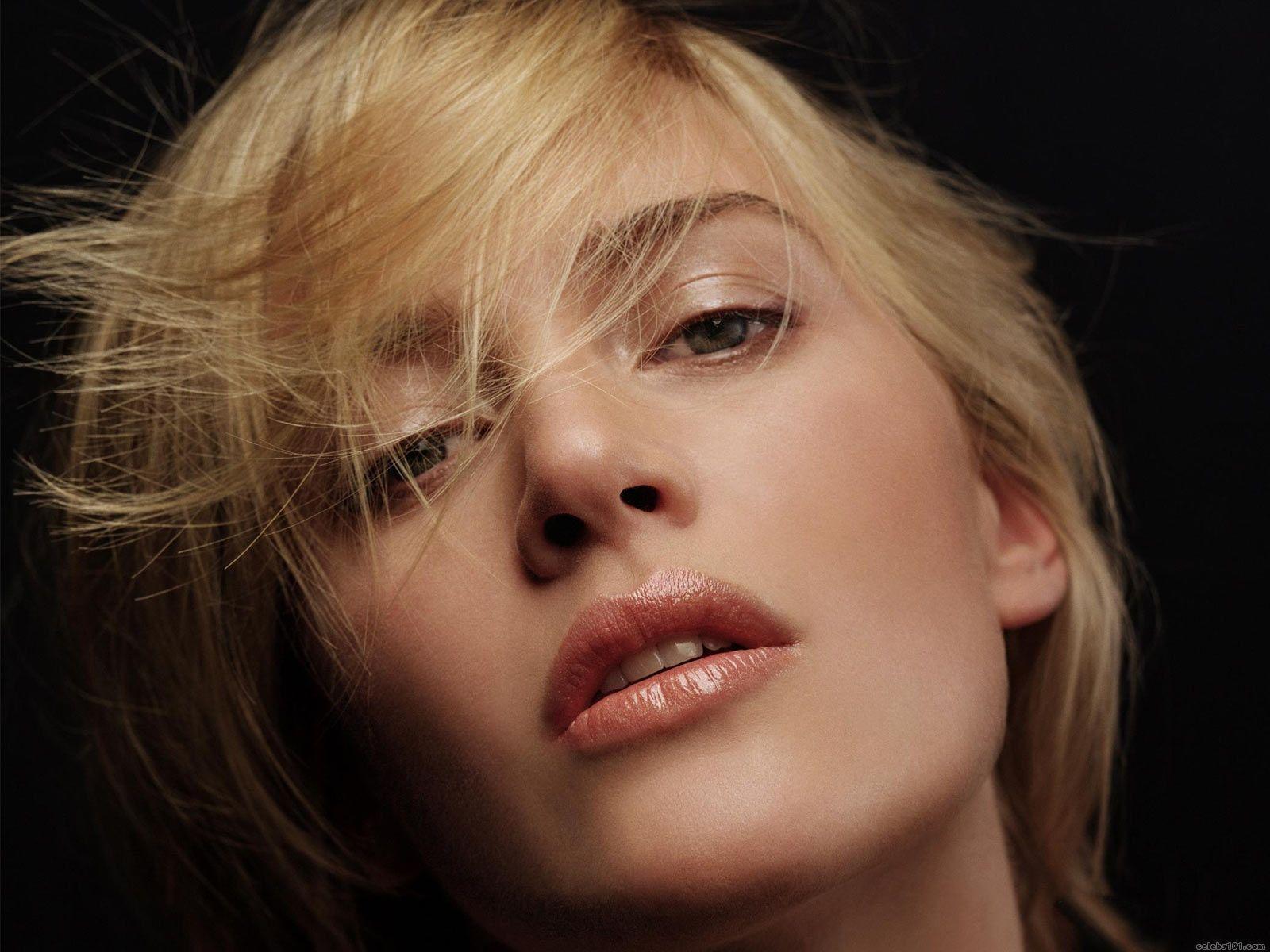 Kate Winslet Bikini Pics 119