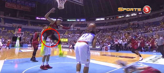 RR Pogoy EJECTED After FLAGRANT 2 Foul on Arwind Santos (VIDEO)