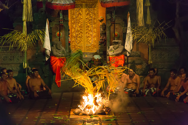 What to do in Bali kecak dance batubulan ubud bali indonesia