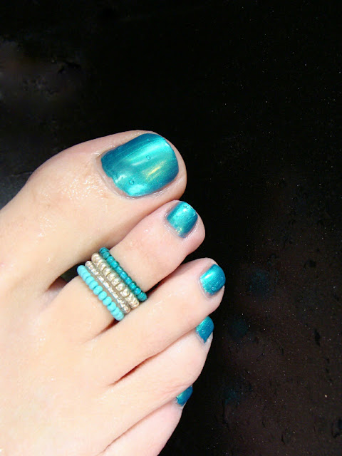Toe ring & nail art