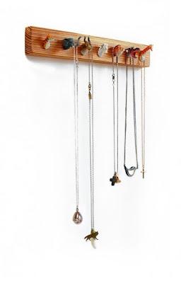 Cabezas de animales de plastico para colgar tus collares.