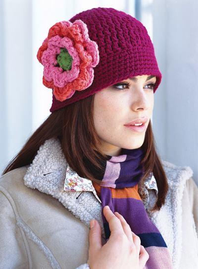 Gorro con Flor Grande a Crochet.