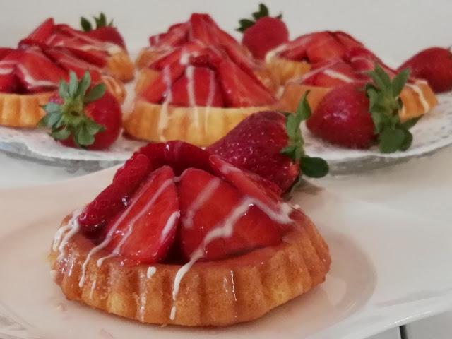 süß und fruchtige Erdbeertörtchen