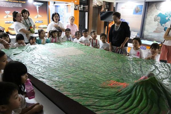 Edukasi Bencana Alam Sejak Dini, Belasan Siswa SD JMS Kunjungi Diorama BNPB