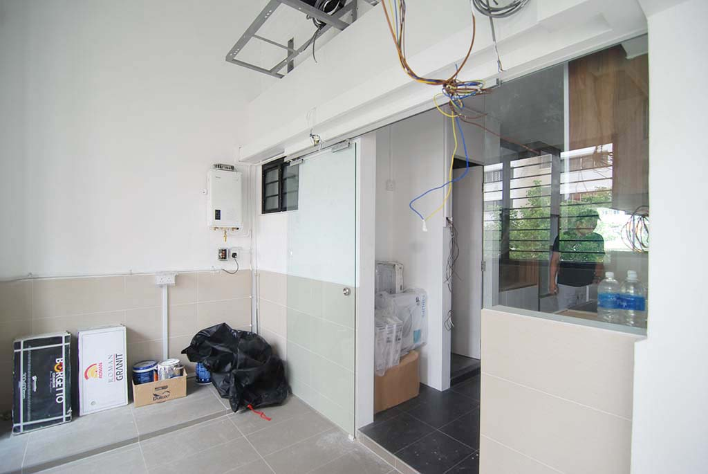 Butterpaperstudio reno t2 maisonette glass sliding door at balcony Kitchen door design hdb