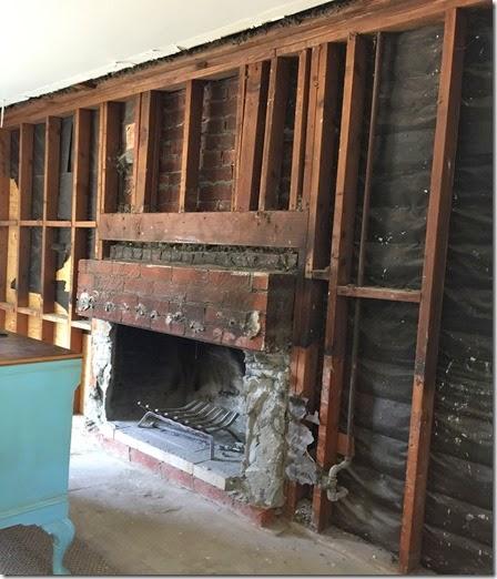 Farmhouse Sliding Door Wall: {Farmhouse Home Decor} Barn Doors