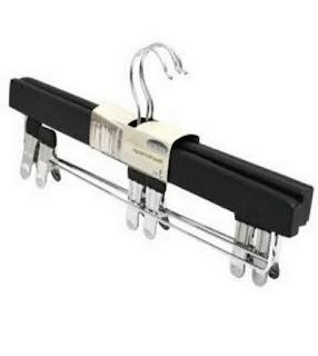 Hanger merk Informa ANTIQUE, harga Rp 49.000