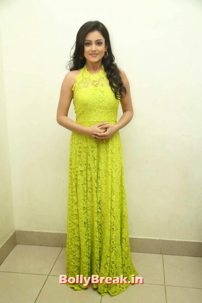 Actress Mishti Chakraborty images, Mishti Chakraborty hot Hd Images in Green Dress