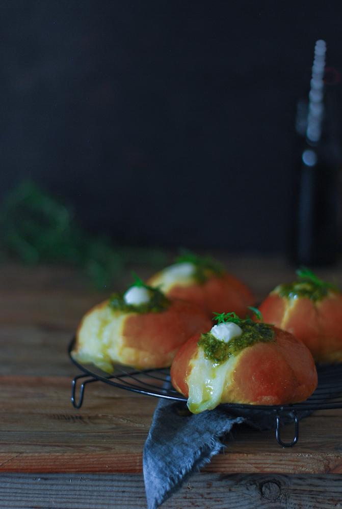 mozzarella-pesto-brioche-coca-sant-joan-bistrot-carmen