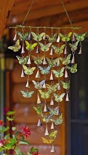 sonagli al vento con farfalle di metallo