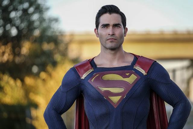 """Desde a aparição de Superman na série Supergirl, os fãs queriam saber mais sobre ele, muitos diziam que """"Tyler Hoechlin foi o Superman mais próximo das HQs em termo de caráter e personalidade"""", porem era muito difícil dar espaço para o herói dentro da série da Supergirl, ou até mesmo dentro do Arrowverse, afinal, a Warner não gosta que o mesmo personagem coexista em duas mídias live-action sem ser interpretado pelo mesmo ator, mesmo que não seja no mesmo universo, como é o caso do Cinema e das Séries da CW, uma prova disso foi a utilização do Esquadrão Suicida em Arrow, grupo que na CW teve muitos problemas por conta do filme (Esquadrão Suicida), de inicio tivemos a saída da Arlequina da série, personagem que tiveram que cortar tanto que a única coisa que sobrou foi uma fala e uma menção sem nunca tocar no nome dela, posteriormente, The CW teve que sumir com o Esquadrão Suicida, usando alguns personagens apenas em um ou outro episódio, mas rapidamente teve que desaparecer com eles. Por este mesmo motivo, as séries Arrow, Flash, Supergirl e Legends of Tomorrow (principalmente Arrow), menciona tanto o universo do Batman, além de usar personagens e tramas do mesmo, sem nunca mostrar O Cavaleiro das Trevas. Claramente entramos em um ponto que os fãs ainda tem muitas duvidas, se um personagem não pode existir em dois universos live-action, por que temos Flash no cinema e na CW e o universo Batman em Gotham? A série Flash faz tanto sucesso, que não compensa para a Warner cancelá-la, além disso, o Flash do cinema, não possui uma popularidade tão grande quanto o da série, então se torna muito mais simples afastar o Flash das telonas do que o Flash das telinhas, porém, todos nós sabemos do filme do Velocista que será lançado em algum momento, muito provavelmente durante o lançamento do filme, teremos um afastamento quase por completo de Barry Allen, resultando em uma temporada sem Allen vestir o manto do Velocista Escarlate. O fato do Universo do Batman estar em Gotham é um """