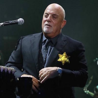 Billy Joel põe estrela de Davi em forma de protesto durante show