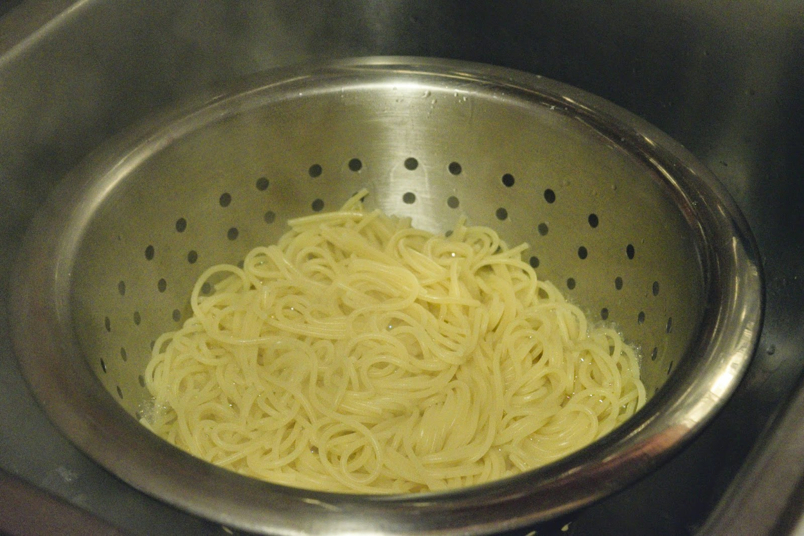 The cooked pasta in the colander.