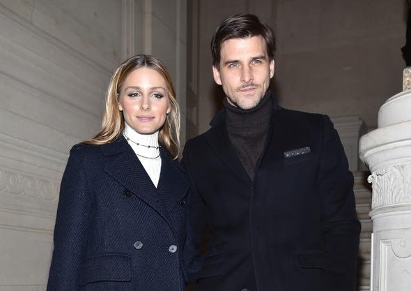 2017-01-25 オリヴィア・パレルモ(Olivia Palermo)夫のヨハネス・ヒューブル(Johannes Huebl)とヴァレンティノ2017年春夏オートクチュールコレクションに出席。