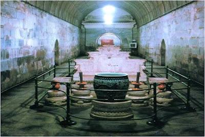 สุสานติ้งหลิง (Dingling Tomb) - สุสานราชวงศ์หมิง (Ming Dynasty Tombs)