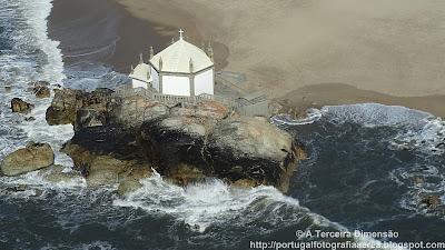 Praia de Miramar - Capela do Senhor da Pedra