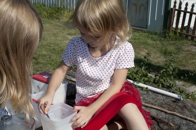 Mixing ingredients for ice cream in a bag.