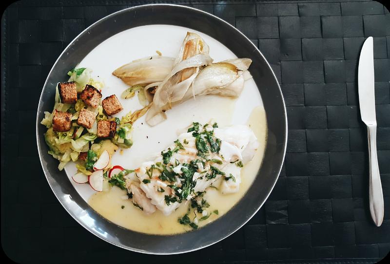 Kabeljau, Basilikumbutter, Salat Avocado Croutons, karamellisierter Chicorée | Arthurs Tochter Kocht von Astrid Paul