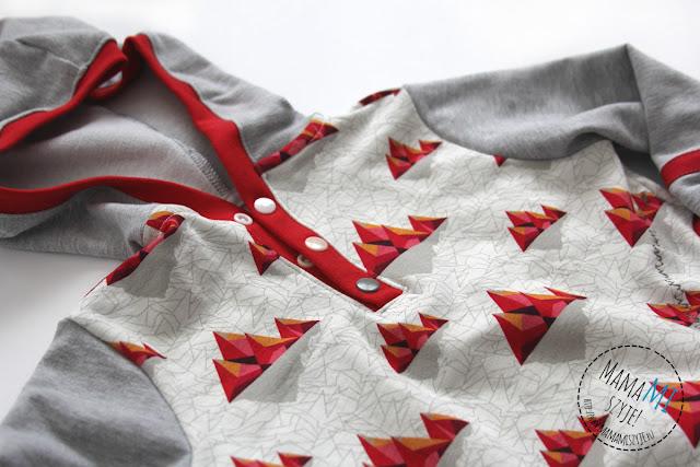motyw górski na bluzie, biało czerwono szara bluza
