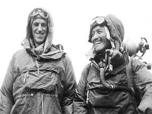 Hebat, Ini Dia Pendaki Pertama Yang Menaklukan Gunung Everest