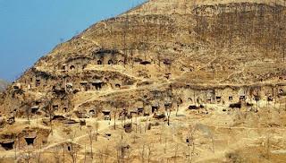 Casa dentro de montañas