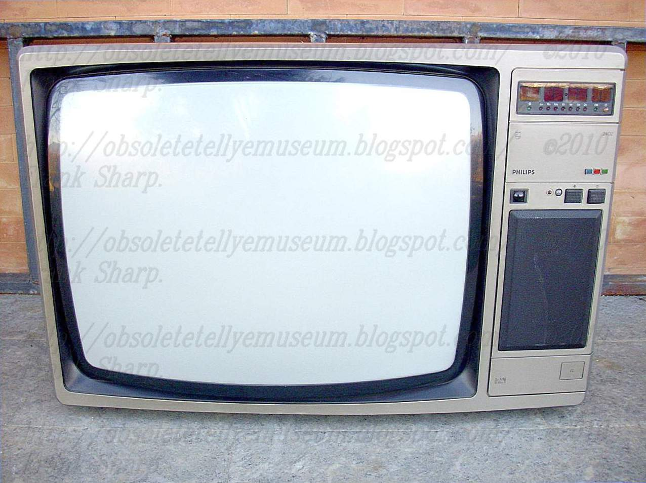 Obsolete Technology Tellye !: PHILIPS 26CP2402/08R VELASQUEZ