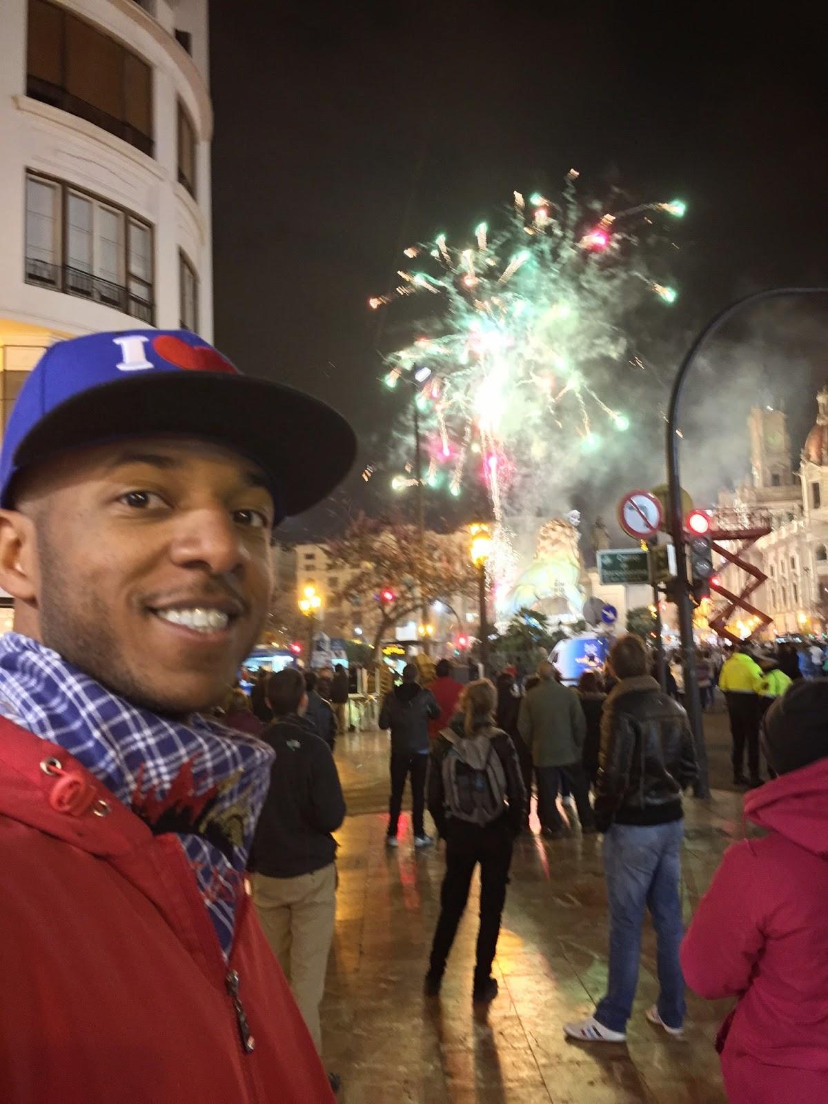 Fireworks show preceding the cremá de fallas