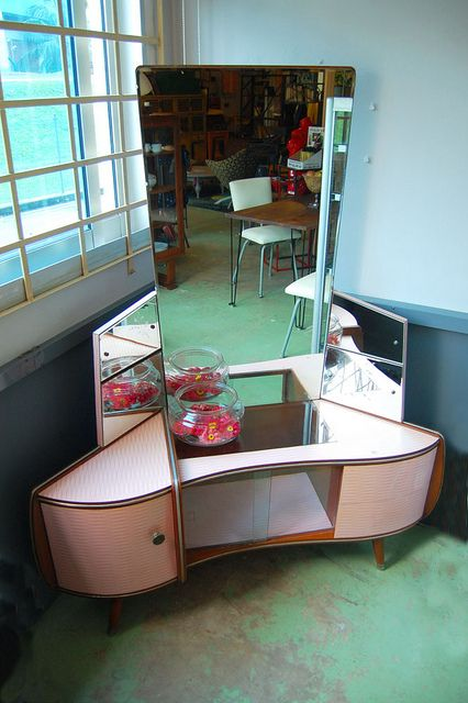 cute small sized corner vanity table design