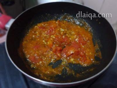 masukkan daging buah tomat