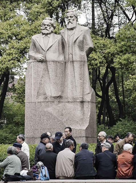 Culto de Marx e Engels na China só atrai velhos, jovens fogem.