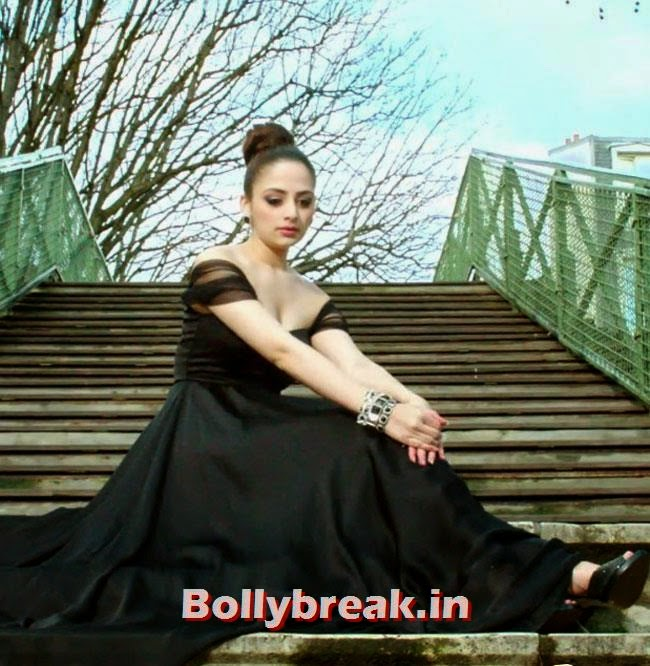 The Xpose, Zoya Afroz, Sonali Raut Stills from movie The Xpose