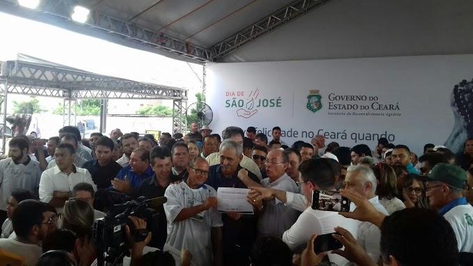 Comunidade de Poço Verde/Mucambo, recebe trator do projeto São José, Governo anuncia R$ 660 milhões em ações para Agricultura Familiar.