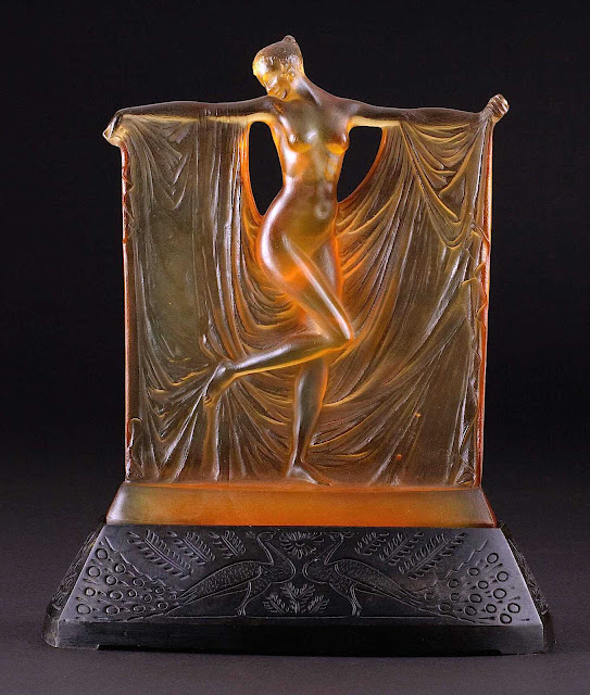 Lalique amber glass 1925