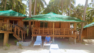 Huts for rent in Nacpan Beach