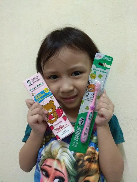 Darlie Jolly Junior & Rilakkuma Ubat Gigi Kesukaan Dhia dan Dzal !